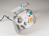 Door deze <a href = http://www.mariocube.nl/GameCube_Winkel.php?genre=Hardware_en_Accessoires target = _blank>microfoon</a> vast te maken aan de controller is hij makkelijker te gebruiken.