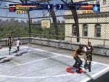 Speel op leuke locaties, zoals dit basketbalveld bovenop een oud gebouw.