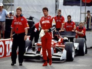 Kruip achter het stuur met Joe Tanto, de racer uit Driven.