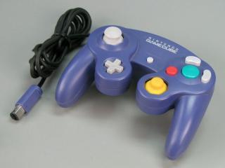 Na de <a href = https://www.mario64.nl/Nintendo-64-spel.php?t=Nintendo_64_Controller>N64 controller</a>, maakte Nintendo deze geweldige controller, die ook tegenwoordig nog zeer fijn is om mee te spelen.