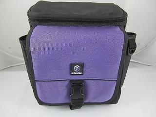 Dit is een paarse variant van de handige GameCube draagtas.