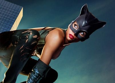 Hale Berry speelt Catwoman, een personage uit de Batman series.