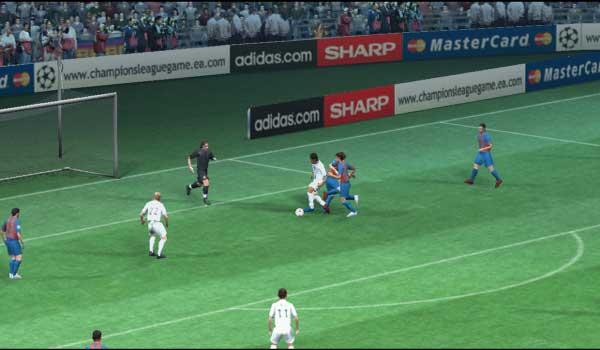 Probeer zo mooi mogelijk te scoren en win de Champions league beker.
