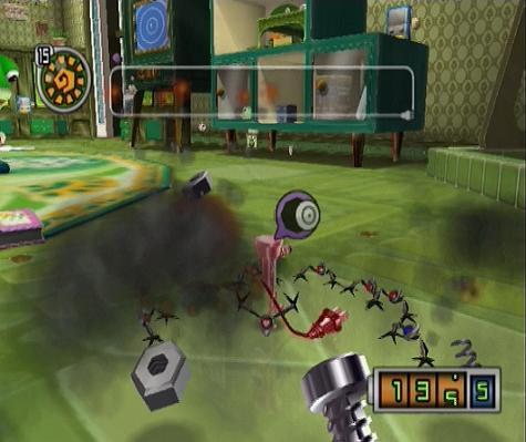 Chibi-Robo in gevecht met Spydorz, je kunt deze robot spinnen neerschieten met je Chibi blaster. Als je ze verslagen hebt krijg je ´scrap´ van ze, met dit metaal kun je utilibots maken, utilibots zijn hulp robots die een ladder, teleporter of een brug voor je kunnen zijn.