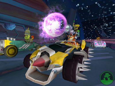 Crash samen met zijn aardsvijand in een auto met spijkerwielen?! Tja, waarom niet?
