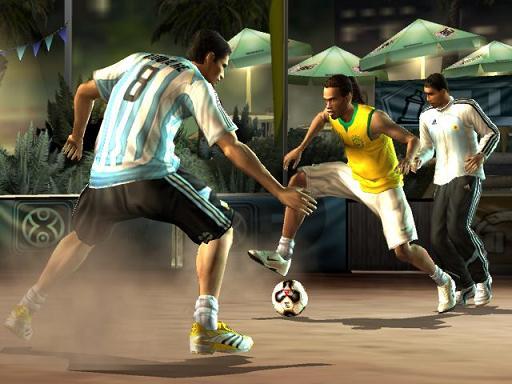 Ronaldinho aan de bal