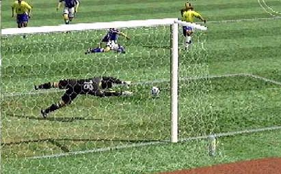 Kan de keeper hem nog tegenhouden of wordt het een doelpunt?