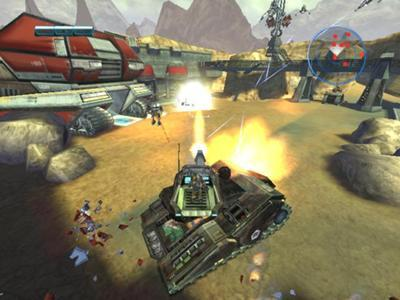 De tank is onverwoestbaar, hij heeft een machine geweer en een kanon. Ook kun je de kleinere vijanden overrijden.