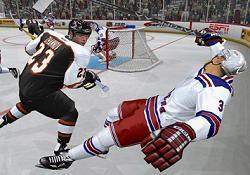 Auw, dat doet pijn! In NHL 2005 is af en toe een vechtpartijtje heel gewoon!