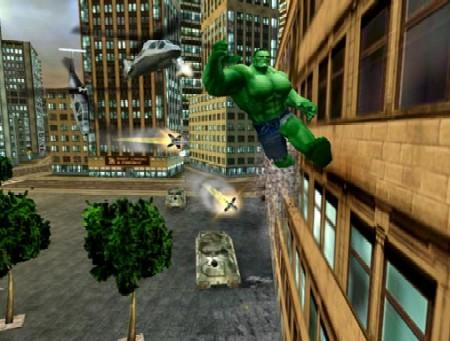 The Incredible Hulk wordt achtervolgd door tanks, helicopters en vliegtuigen!