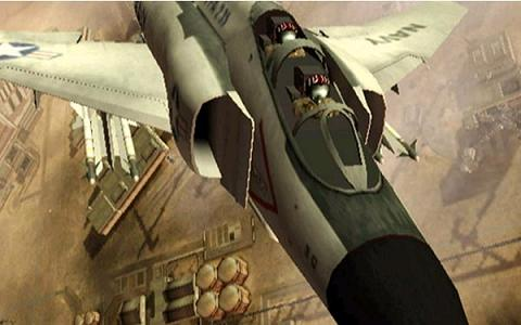 Val de tegenstanders aan met je gevechtsvliegtuigen!